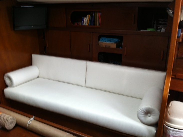 Starboard - Salon with new cushions and bolster pillows